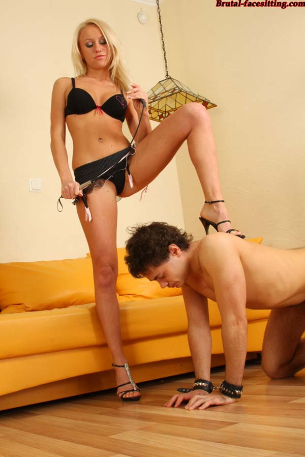 http://www.xxxphotocontest.com/uploads/img/2009-10-14/mistress_and_slave/5218.jpg
